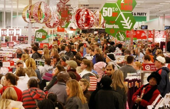 christmas-shopping-chaos-560x360
