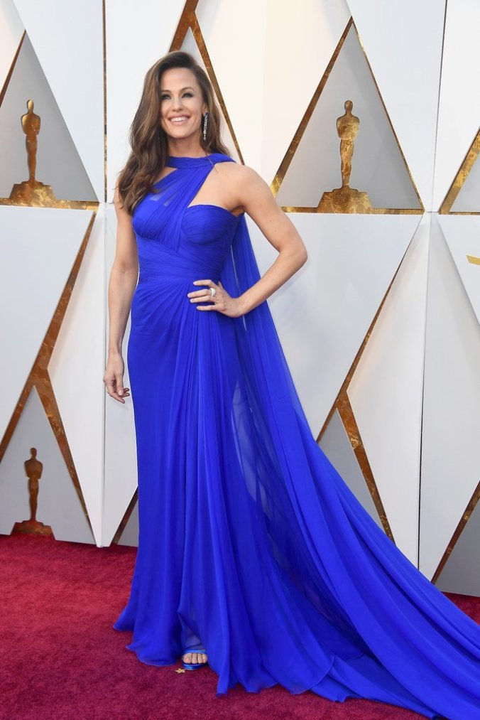 jennifer-garner-blue-versace-dress-oscars-2018